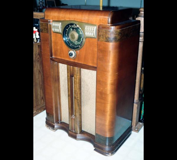 THE RADIO by Stephen Caesar